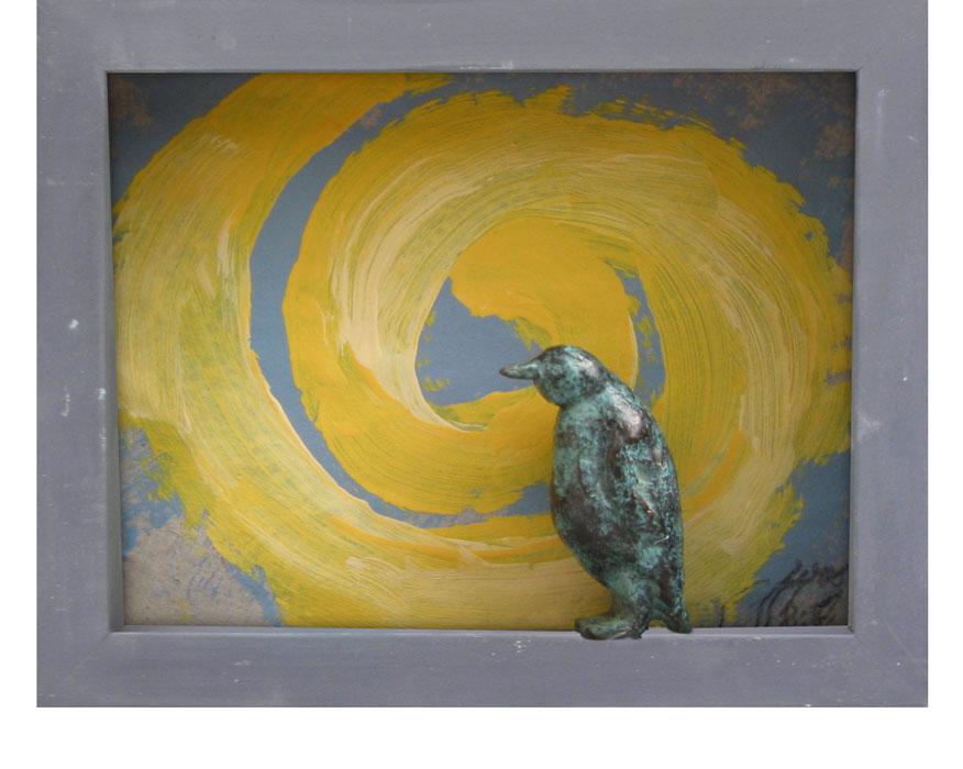 Gelbe Spirale und Pinguin 2000Bildkasten, Holz, Papier, Bronze – 19 x 24 cm