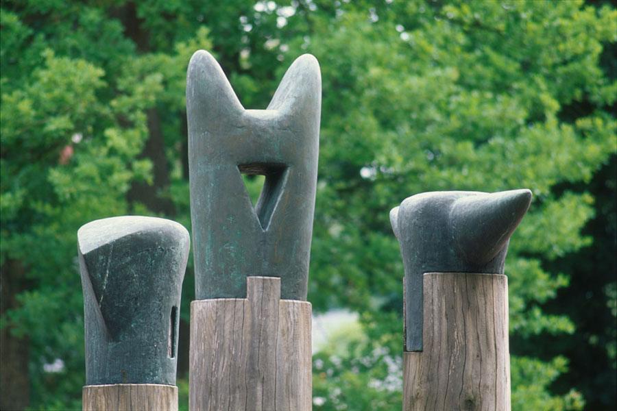 3 Stelen Köpfe – 1986-1996 – Buchholz i.d.N.Köpfe – Bronze, patiniert – 80/115/80 x 117/65/162 x 53/52/58 cm