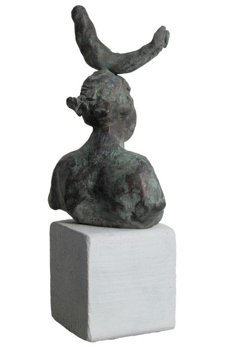 Frau mit Fisch 2012 – 20 ExemplareBronze, patiniert – 11 x 7 x 4 cm