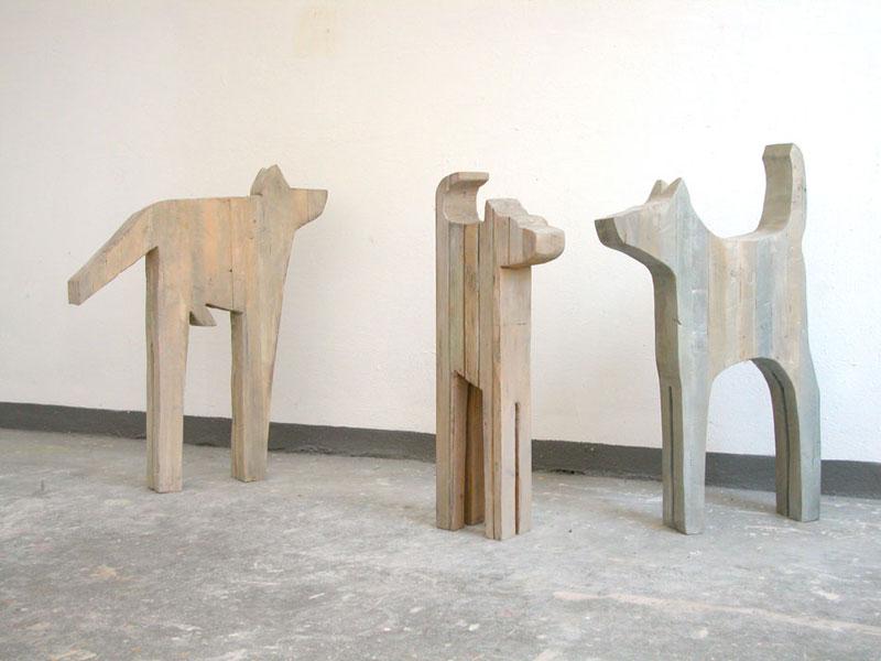 Kläffer, Boxer, Wachhund 1993-2001– je 5 ExemplareSchalungsbretter verleimt, bemalt – 84/70/90 x 29/52/50 x 12 cm